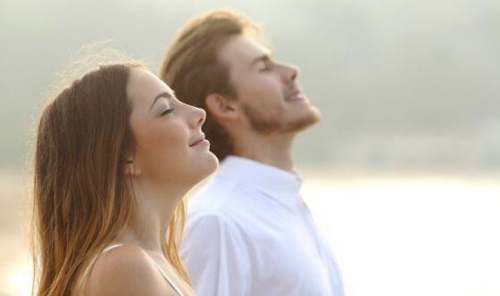 Intonare la Om per regolare il respiro