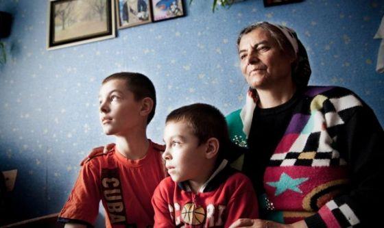 Diamo un volto agli invisibili orfani dell'emigrazione
