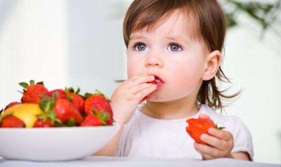 La pazienza dei genitori per l'alimentazione dei bimbi