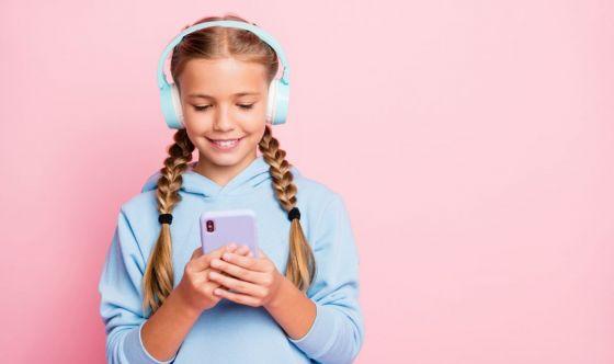 Cellulare sì o no? Un libro per i genitori dà le risposte