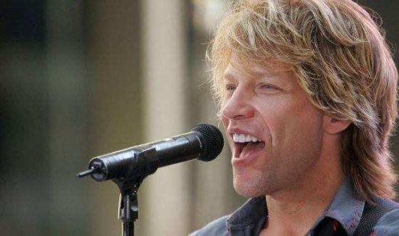 Bon Jovi porta a cena fan malata di tumore