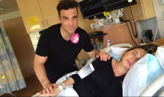 Con Robbie Williams il parto è un social show