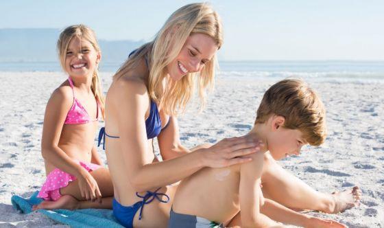 Dalle ustioni ai nei, ecco come proteggere la pelle d'estate