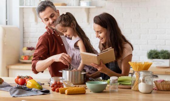 Cucinare insieme? Così si trasmettono le buone abitudini