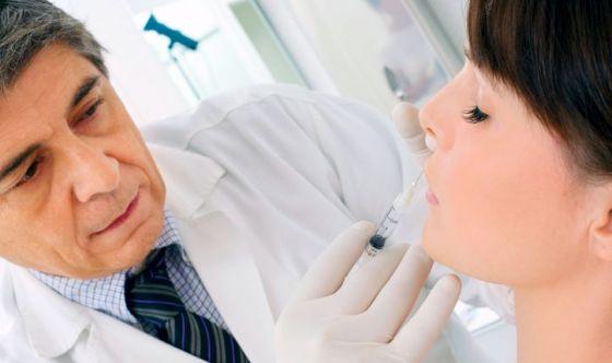 Ritocchi di coppia, il nuovo trend della chirurgia plastica