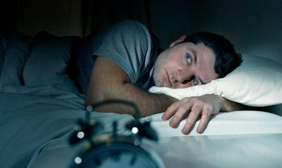 Dormi poco? I tuoi rapporti sociali potrebbero risentirne