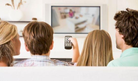 Salute: 2 italiani su 3 scelgono la tv per informarsi