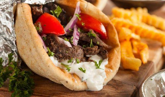Schiscia a pranzo, kebab a cena: studenti bocciati a tavola