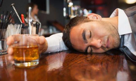 Dipendenza da alcol: i segnali per riconoscerla