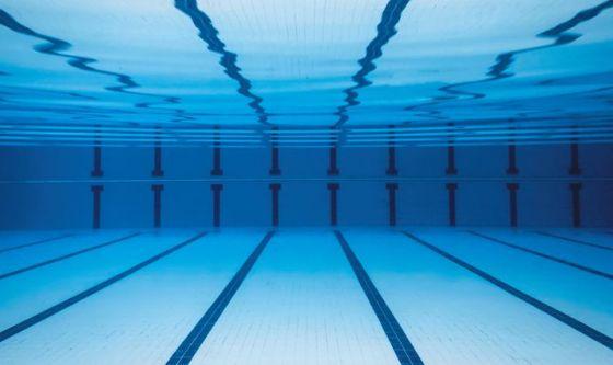 Obesità: nuotare in acqua fredda non aiuta