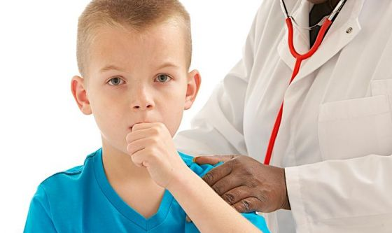 Tosse nei bambini: come riconoscerla e curarla