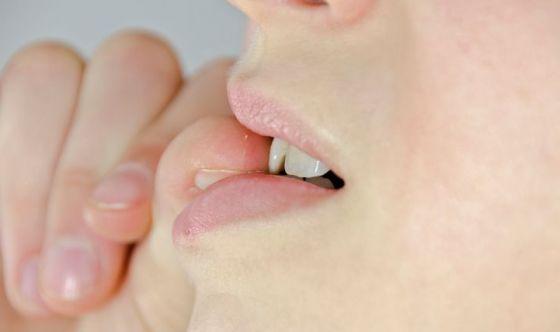 Perché quando sei nervoso mangi le unghie