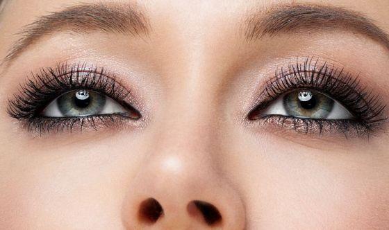 Contorno occhi, rossetti, gloss e solari: acquisti boom