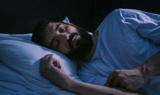 Per perdere peso, meglio dormire nell'oscurità totale