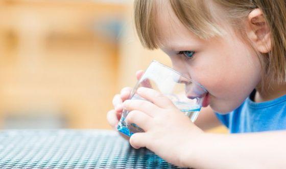 Caldo in arrivo: 5 trucchi per far bere i bambini