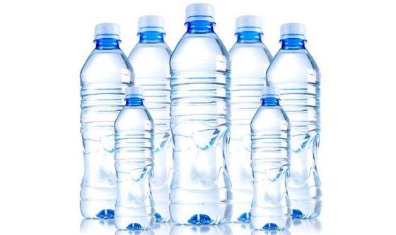 Le bottiglie di plastica che contengono l'acqua sono sicure?