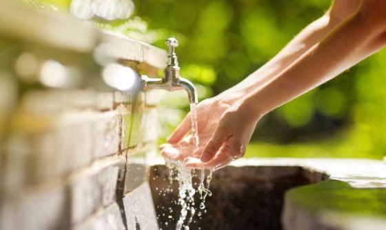 Con calcio, senza sodio, potabile, termale: l'Abc dell'acqua