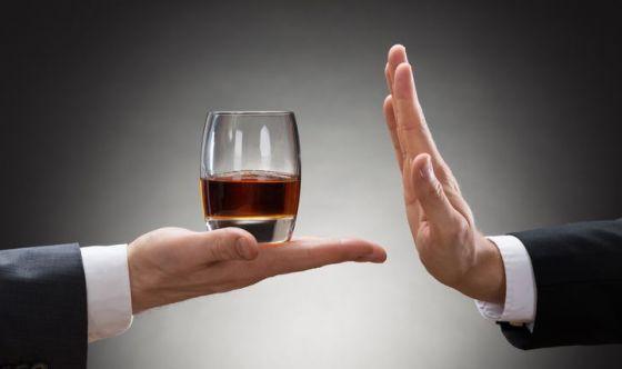 L'alcol anche a piccole dosi, può rendere aggressivi