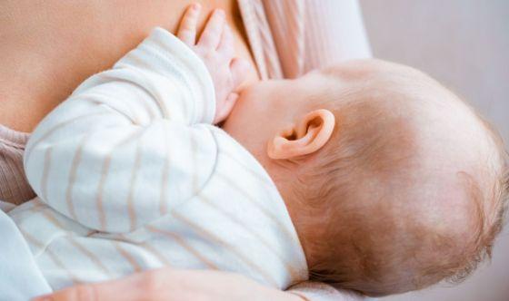 Il covid non si trasmette con l'allattamento