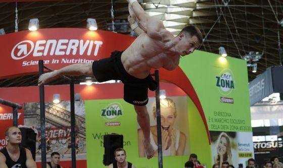 Aerial straps e street workout per muscoli d'acciaio