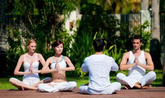Cosa chiedere, e non chiedere, all'insegnante di yoga