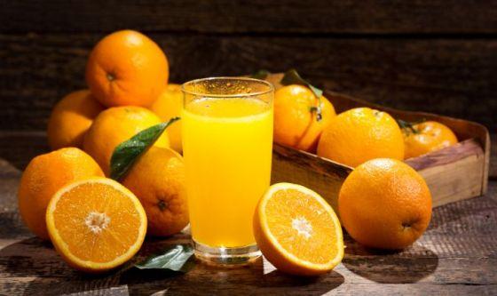 Dal peso alla pressione, il succo d'arancia fa bene a tutto