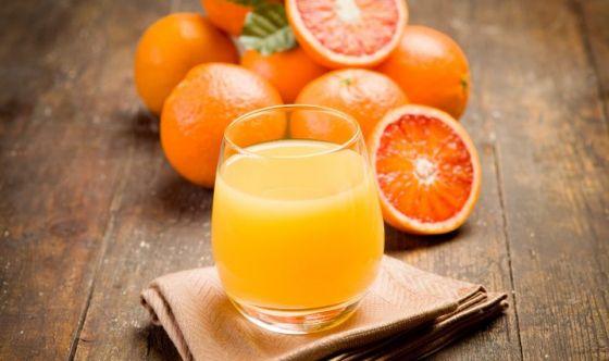 Stop all'aranciata senza arancia: più frutta nelle bibite