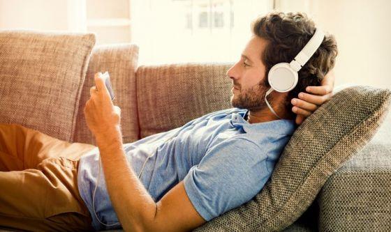 Ascoltare audiolibri è più emozionante che vedere film o tv
