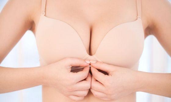 Aumento del seno? Arriva il magico mix di protesi e grasso!