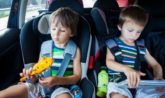 Bimbi in auto: ecco il device che li salva dagli incidenti