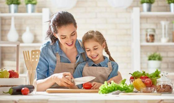 Cucinare con i bambini: i vantaggi per i più piccoli