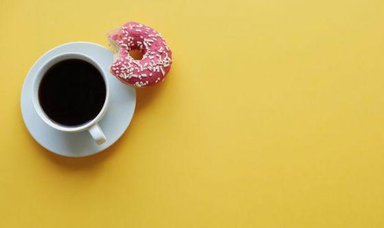 Il caffè aumenta la voglia di dolce