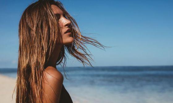Proteggere i capelli in estate con i rimedi naturali