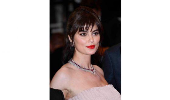 Cannes: Catrinel Marlon sceglie un semi raccolto chic