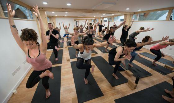 Space yoga, la pratica dedicata allo Spazio