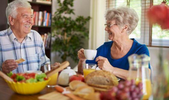 Nonni, non saltate la colazione: ecco 3 menù