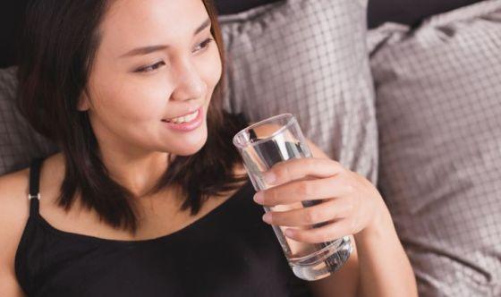 Bellezza: le donne sanno quanto è importante bere