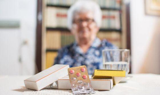 Donne: cresce l'aspettativa di vita ma consumano più farmaci