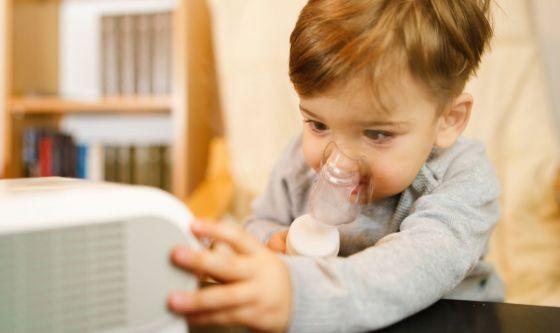Bimbi, farmaci, aerosol e antibiotici: facciamo chiarezza
