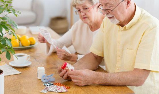 Over 65: troppi farmaci e poca attenzione a dieta e moto