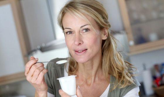 Dimostrato l'effetto protettivo dello yogurt sui denti