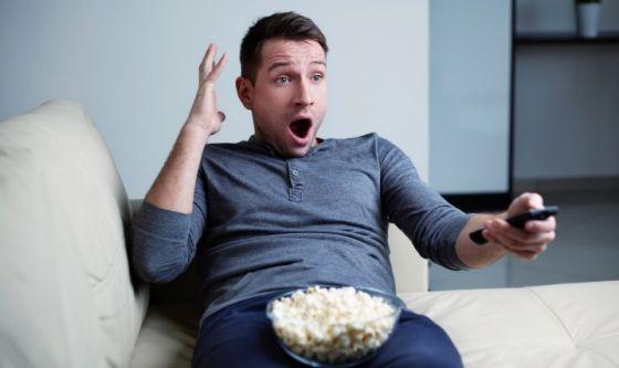 I film d'azione e il consumo di snack durante la visione