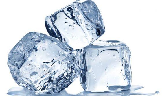 Il ghiaccio? Un vero alimento. Occhio alle contaminazioni