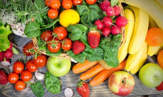 Cambia la tavola: più frutta e verdura, meno carne e uova