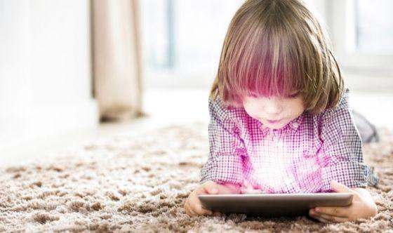 Bimbi e tablet: perché è importante non esagerare