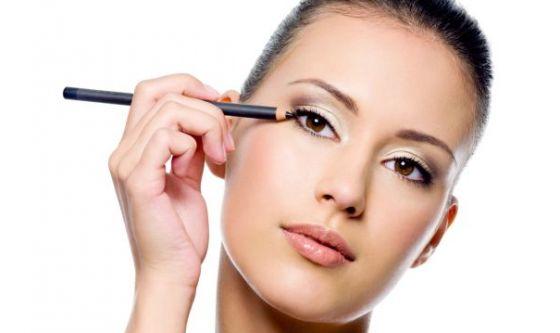Make up: le nuove matite che fanno per tre