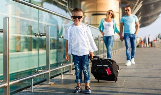 Vacanze in Paesi lontani: le regole per i bimbi