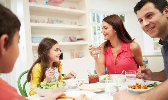 Mangiare insieme per difendere i ragazzi dal cyberbullismo
