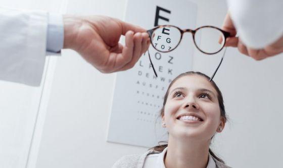 Stare all'aria aperta per evitare la miopia