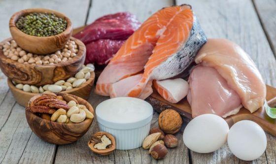 Proteine a ogni pasto per contrastare il declino muscolare